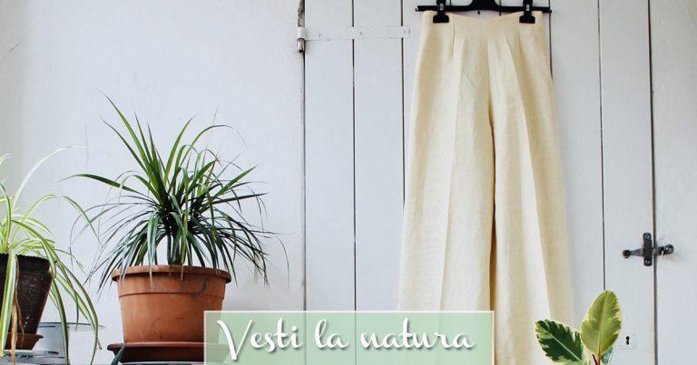 Pantaloni donna in Canapa sul termosifone vicino piante verdi