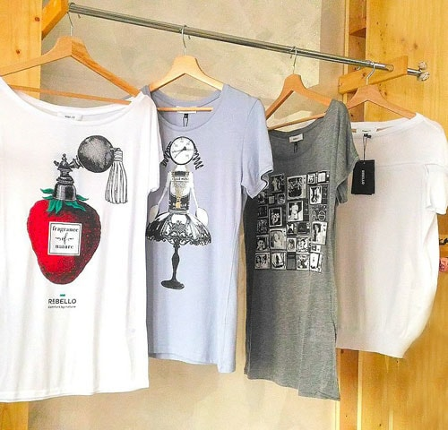 Varie t-shirts ecologiche con stampe