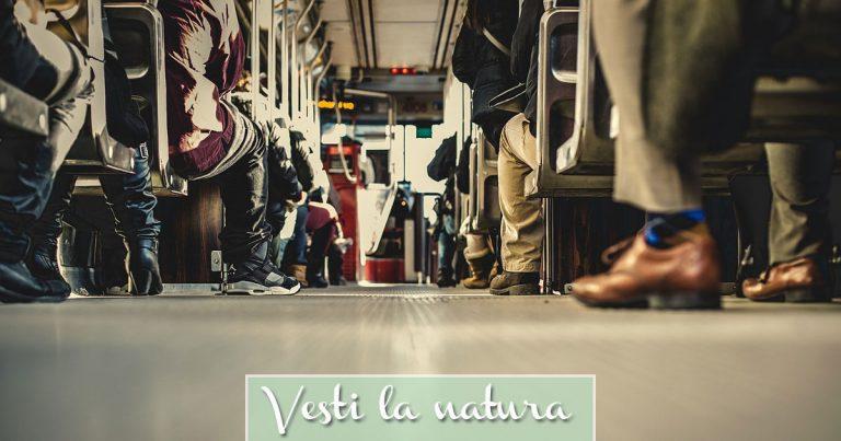 Foto delle scarpe dei passeggeri in Autobus