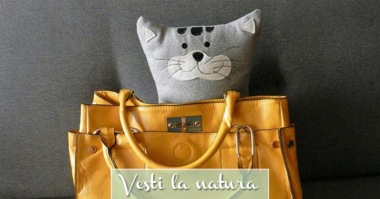 Borsa vegan gialla con peluche di gatto