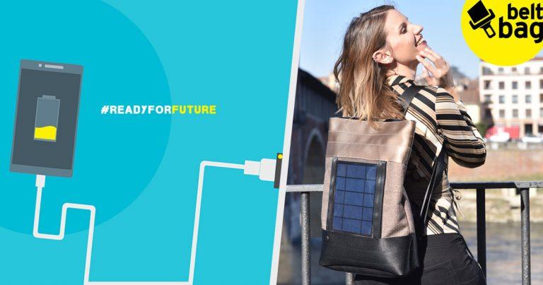 Zaino con pannello solare indossato da una donna